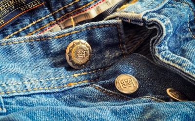 Zipper or Buttons for Denim Jeans: Which Should I Choose?
