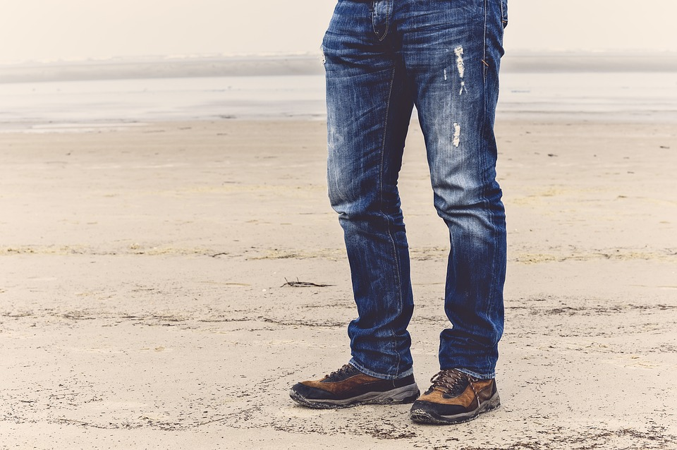 The Dos and Don'ts of Choosing Stretch Jeans